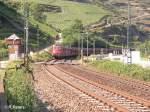 BR 151/42798/151-084-1--016-ziehen-bei 151 084-1 + 016 ziehen bei Oberwesel ein Kohlezug/Erzbomber durchs Rheintal. 24.07.08
